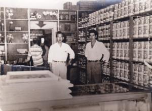 Franco Defina nel suo negozio di ferramenta