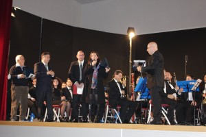 Consegna targa al M° Ferrer Ferran dall'Associazione Amanteani nel Mondo