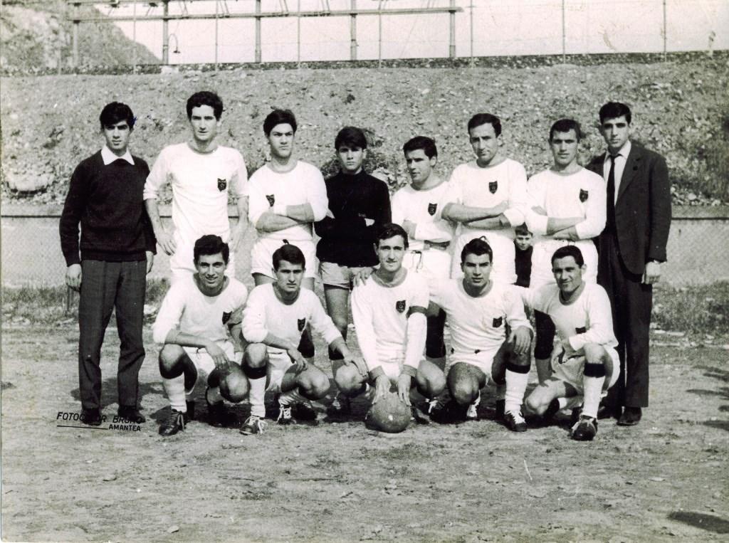 La squadra di calcio del Club Altair (1963)