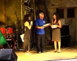 Premiazione del dott. Luigi Aloe - ritira V. Aloe