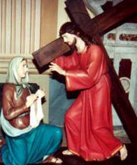 La Veronica asciuga il volto di Gesù, bagnato di sangue (l'immagine fu acquistata, in un secondo momento, per completare le stazioni)